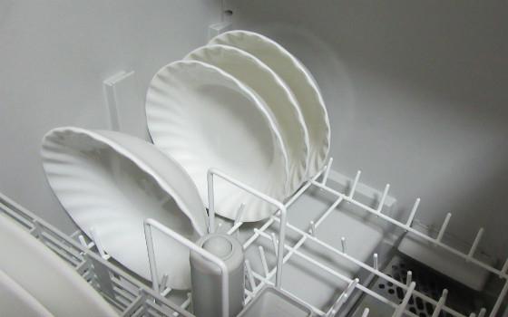 食洗器と皿